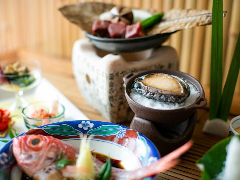 【人気No.1】魚も肉も両方食べたい♪ 金目鯛姿煮&アワビ&牛肉陶板焼き!欲張りグルメプラン